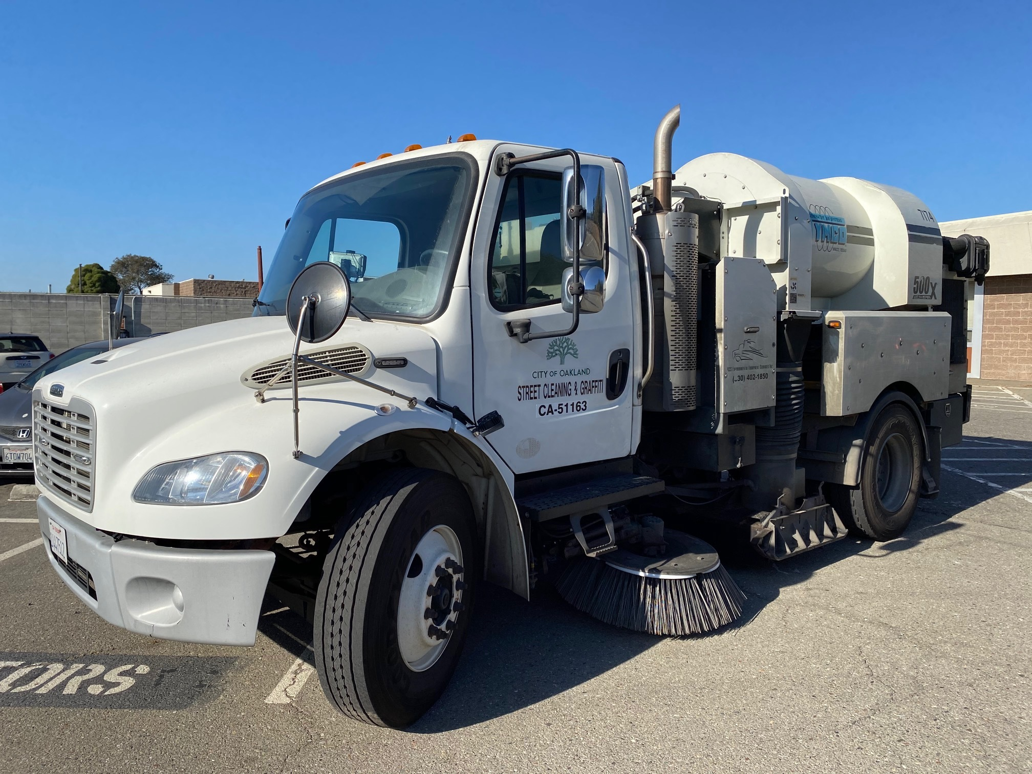 Photo of a City of Oakland Street Sweeper Vehicle